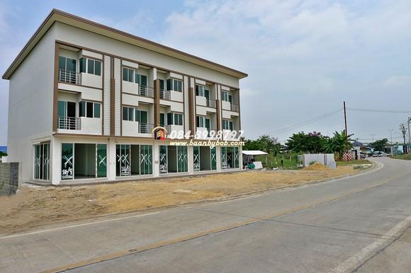 ขาย อาคารพาณิชย์ ใหม่ 3 ชั้น ห้องริม 32.6 ตรว