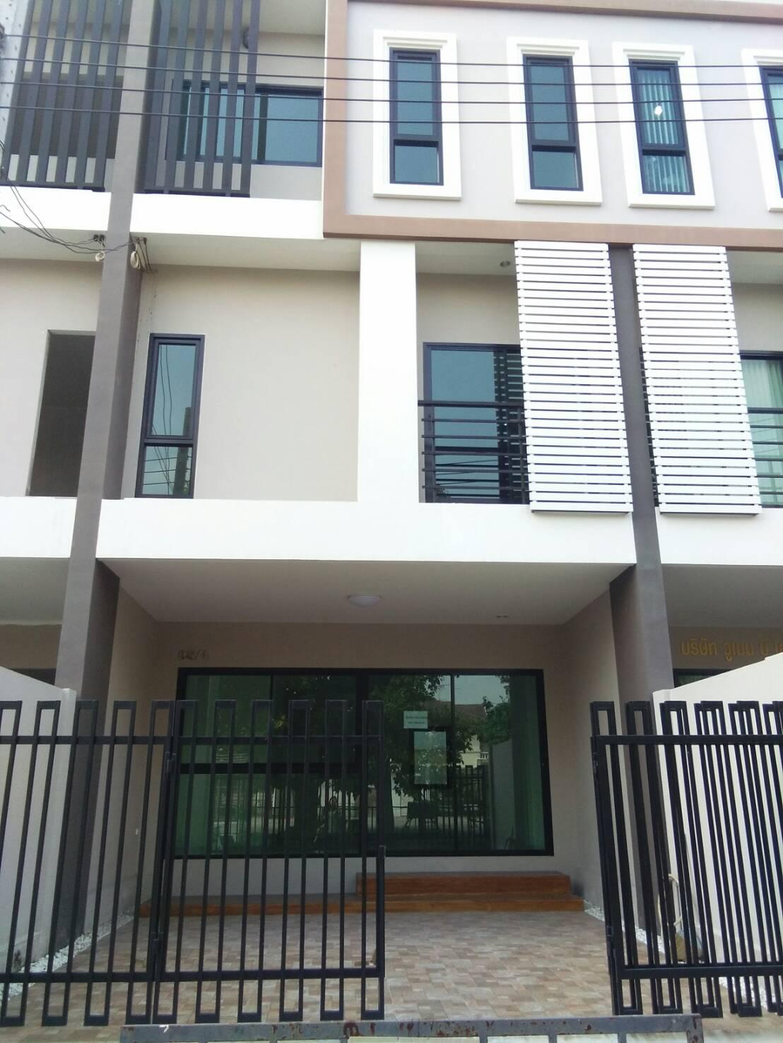 ขายทาวน์โฮม 3 ชั้น (บ้านสร้างใหม่)