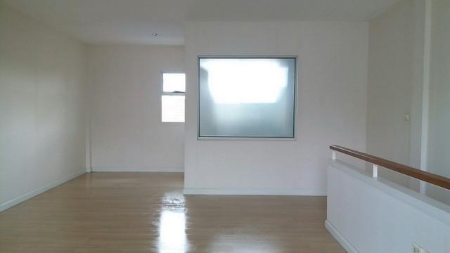 ภาพขายถูกทาวน์เฮ้าส์ 3 ชั้น โครงการ บ้านใหม่ พระราม 2