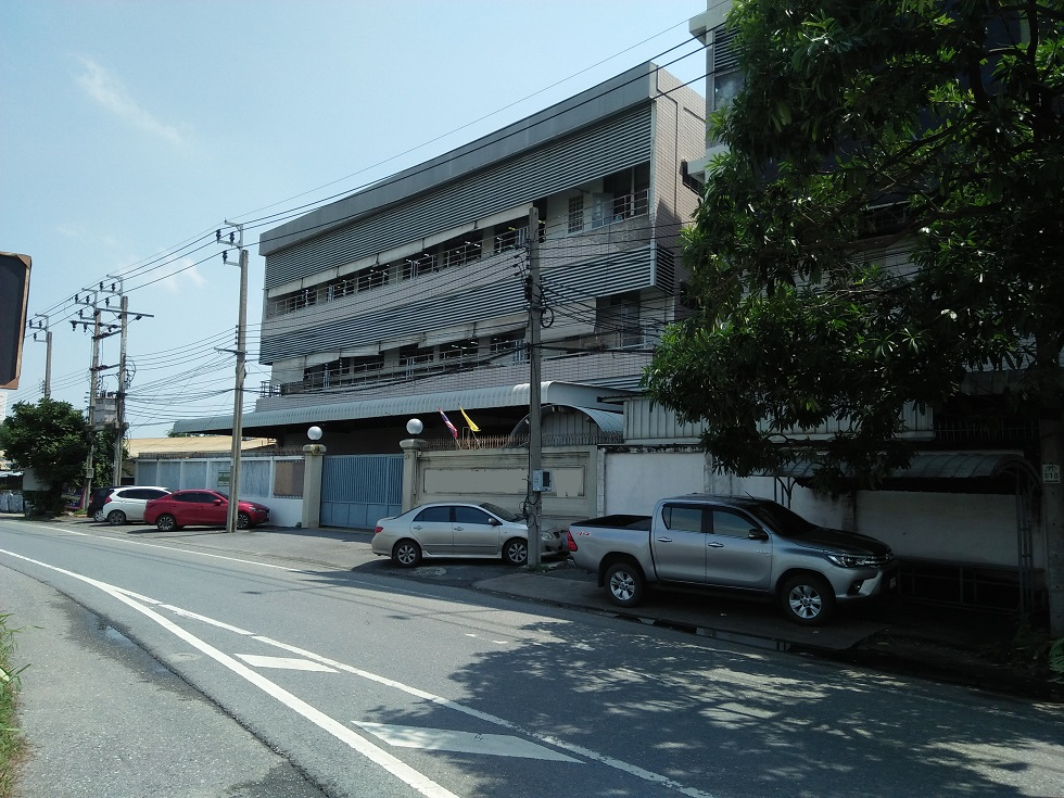 ให้เช่าโรงงานพร้อมบ้านพักคนงาน บนพื้นที่ 1-1-74 ไร่ มีพื้นที่ใช้สอย 4,255 ตารางเมตร เขตประเวศ