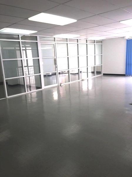 ให้เช่าพื้นที่สำนักงาน ถนนรัชดาภิเษก ใกล้ MRT รัชดา 50 เมตร ขนาด 150  ตรม ขนาดพื้นที่  150  ตารางเมตร   มี ลิฟท์ มี ห้องน้ำ ที่จอดรถ