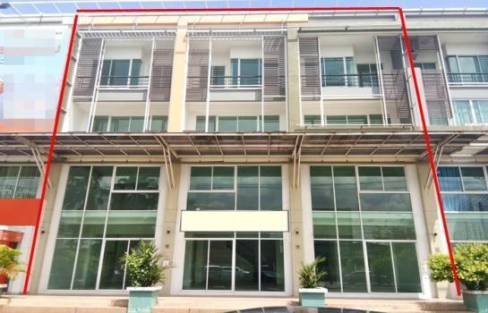 ภาพPDD02 ให้เช่าอาคารพาณิชย์ 4 ชั้น 3 คูหา ติดถนนรามคำแหง 160 (ซอยมีสทีน) ใกล้ทางด่วนวงแหวนกาญจนาภิเษก ฝั่งตะวันออก มอเตอร์เวย์ เสรีไทย มีนบุรี บางกะปิ เดินทางสะดวก  ราคาเช่า 135,000 บาท/เดือน ( สัญญาขั้นต่ำ 3 ปี ประกัน 3 เดือน ล่วงหน้า 1 เดือน)  ค่าประกันต่อเติม 100,000 บาท(คืนเมื่อครบสัญญา)  ค่าส่วนกล่างเดือนละ 2400 บาท / เดือน    เนื้อที่ 60 ตารางวา พื้นที่ใช้สอยทั้งหมด 720 ตารางเมตร หน้ากว้าง 15 เมตร ลึก 12 เมตร จำนวน 4 ชั้น 3 คูหา  ห้องน้ำ 16 ห้อง จอดรถหน้าอาคารได้ 6 คัน สามารถจอดภายในส่วนกลางได้อีก  ตัวตึกตีทะลุถึงกันหมด ภายในเป็นห้องโถงกว้าง ปูพื้นกระเบื้อง ชั้น 1,3,4 ชั้น 2 เป็นปูนเปลือย  บันไดฝั่งเดียวกว้าง 1.20 เมตร   เหมาะทำออฟฟิศ สำนักงาน ธุรกิจสปา ฟิตเนส คลินิคความงาม รักษาโรคทั่วไป งานโฆษณา ออกแบบ บริษัททัวร์  โชว์รูมเฟอร์นิเจอร์ โชว์รูมโคมไฟ ของใช้ตกแต่งบ้าน เครื่องครัวแสตนเลท หรือธนาคาร บริษัทประกันภัย   ใกล้ทางด่วนวงแหวนกาญจนาภิเษกฝั่งตะวันออก เส้นทางเข้าออกลาดกระบัง มอเตอร์เวย์ เสรีไทย มีนบุรี บางกะปิ สุวินทวงศ์ ร่มเกล้า   ราคาเช่า 135,000 บาท/เดือน ( สัญญาขั้นต่ำ 3 ปี ประกัน 3 เดือน ล่วงหน้า 1 เดือน)  ค่าประกันต่อเติม 100,000 บาท(คืนเมื่อครบสัญญา)  ค่าส่วนกล่างเดือนละ 2400 บาท / เดือน   ที่ตั้ง ถนน รามคำแหง แยกมีสทีน แขวง สะพานสูง เขตสะพานสูง กรุงเทพมหานคร 10240  สนใจนัดชมติดต่อ  คุณช่อผกา 0616198565 หรือ 0812523279 ID line : 0616198565 PL. Real Estate Broker  http://www.kaibaanteedin.com  บริการรับฝากขาย คอนโด บ้าน ที่ดิน อสังหาริมทรัพย์ทุกชนิด