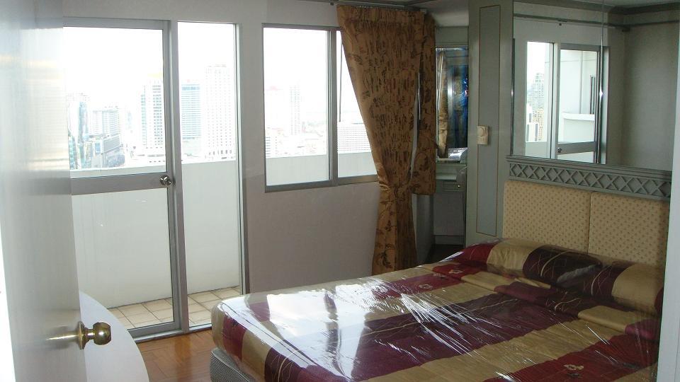 คอนโดต้องการขาย วิทยุ คอมเพล็กซ์  ทางพิเศษเฉลิมมหานคร  มักกะสัน ราชเทวี 2 ห้องนอน พร้อมอยู่ ราคาถูก