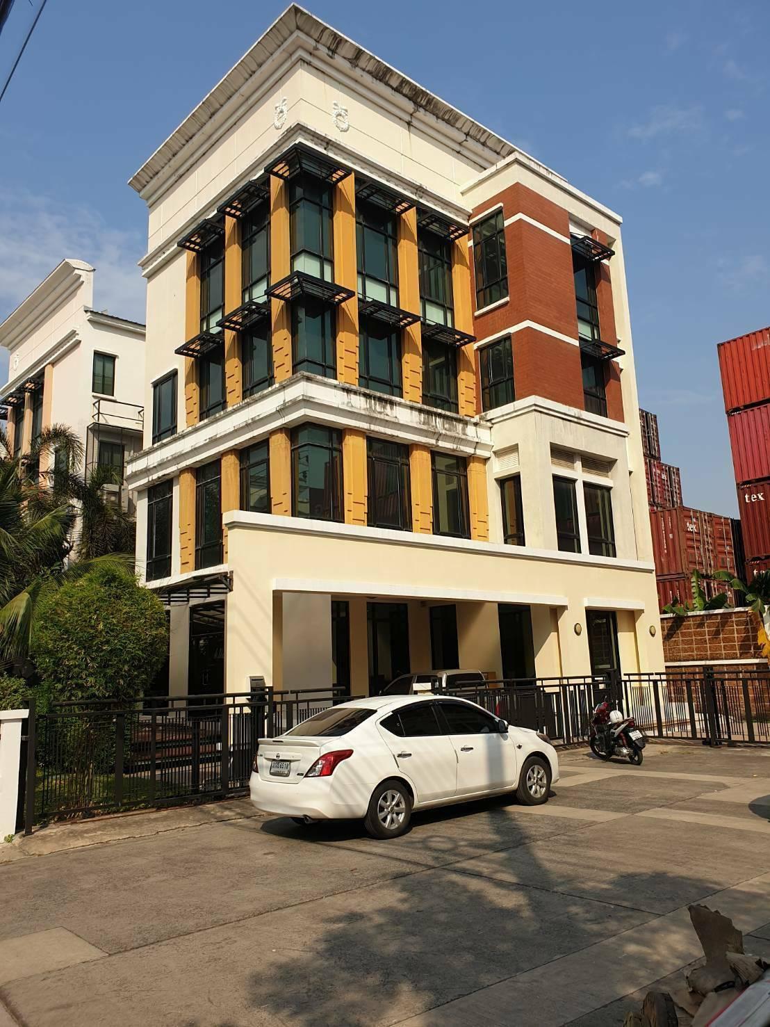 ขายราคาประเมิน 28 ล้านบาท อาคารสำนักงาน/โฮมออฟฟิส/ทาวน์โฮม 4 ชั้น บ้านกลางกรุงออฟฟิสปาร์ค บางนา (Baan Klang Krung Office) ตรงข้ามเซนทรัล บางนา ใกล้รถไฟฟ้า BTS อุดมสุข, BTS บางนา