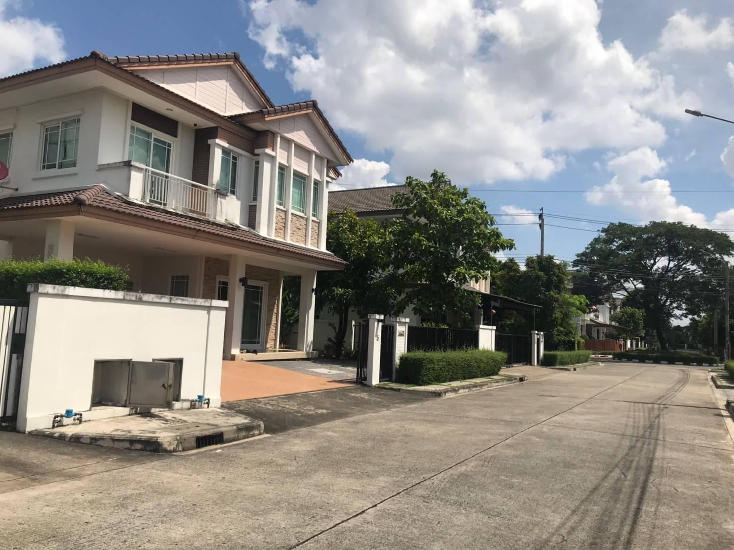ขายบ้านเดี่ยว มัณฑนา รามอินทรา-วงแหวน 62 ตรว. ถนนกาญจนาภิเษก คันนายาว กรุงเทพฯ โซนหน้าโครงการ