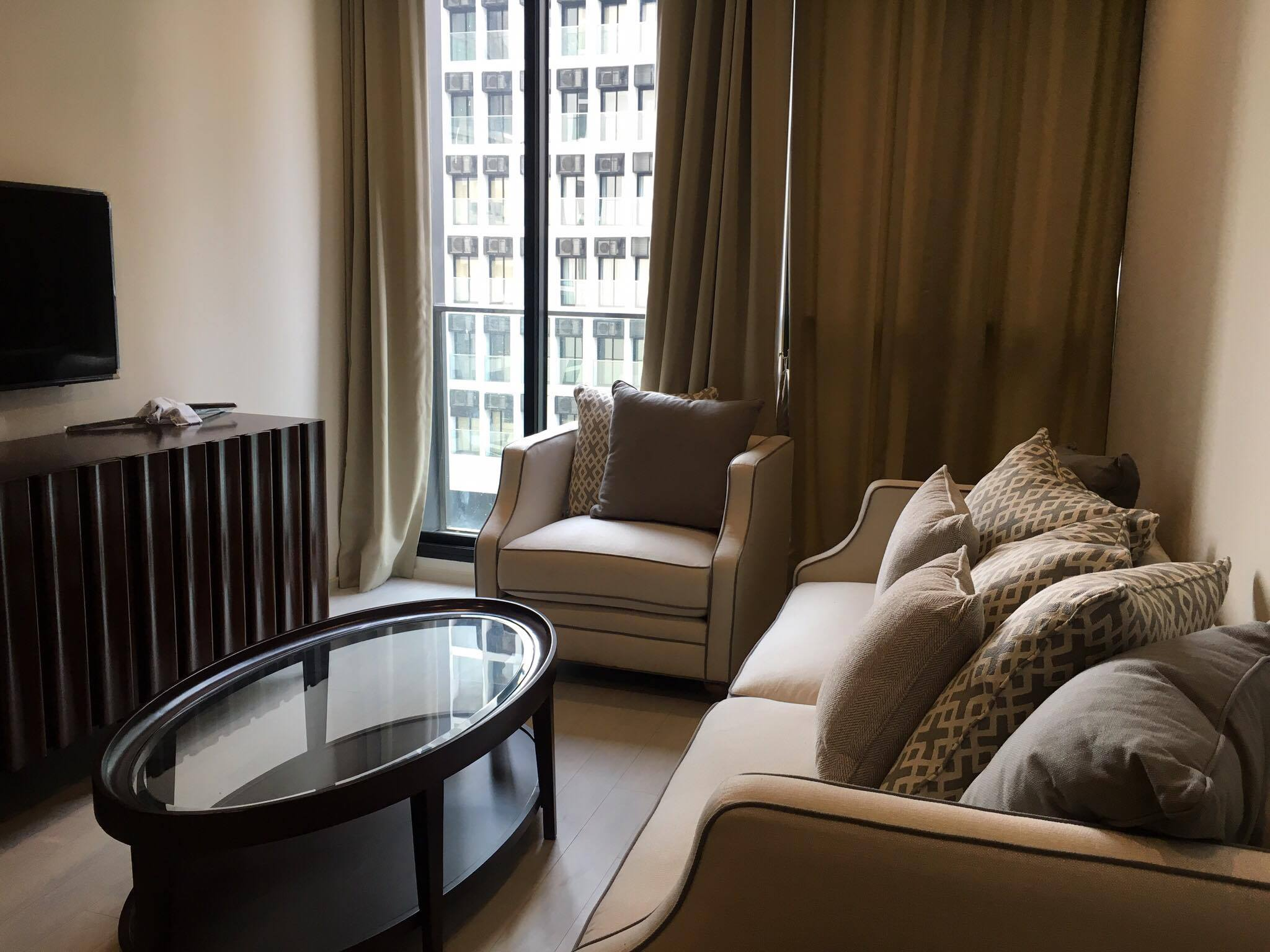 Noble Ploenchit - Beautifully Furnished & Ready To Move In / BTS Skywalk Access