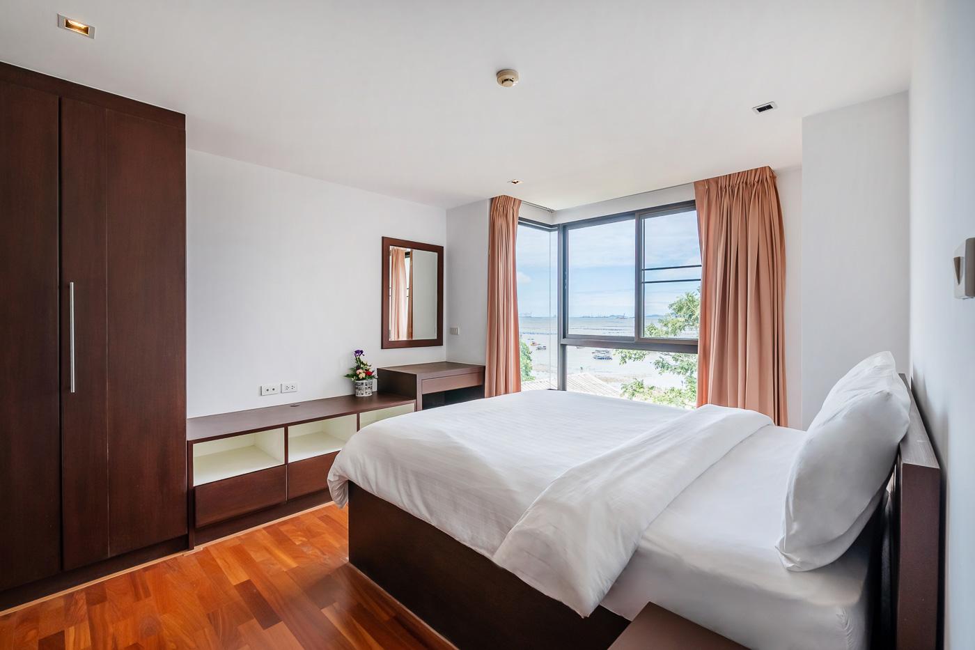 ภาพด่วน!! Golden Coast Condo Sri Racha ห้องมุมวิวทะเล ราคาพิเศษเพียง 7.9 ล้านบาท