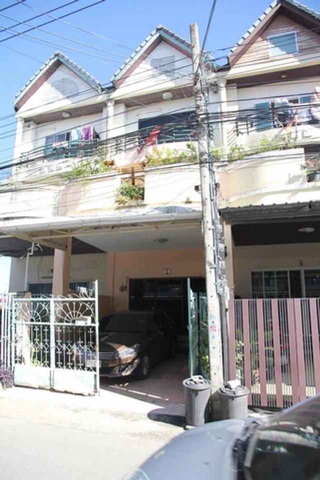 ภาพขายด่วน บ้านทาวน์เฮ้าส์ 3ชั้นครึ่ง ซอยลาดพร้าว101