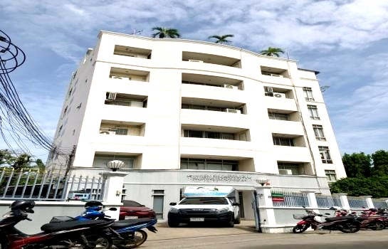 ภาพให้เช่าอาคารสำนักงาน  6  ชั้น และ โกดัง  ใกล้  MRT  สุทธิสาร ห่างจาก ถนนรัชดาภิเษก (600 เมตร) ใช้สอย1,300 ตรม. ขนาดเนื้อที่ ขนาด 332  ตรว.  ขนาดพื้นที่ตัวอาคาร   122   ตารางวา มีลิฟท์ ห้องน้ำ 7 ห้อง