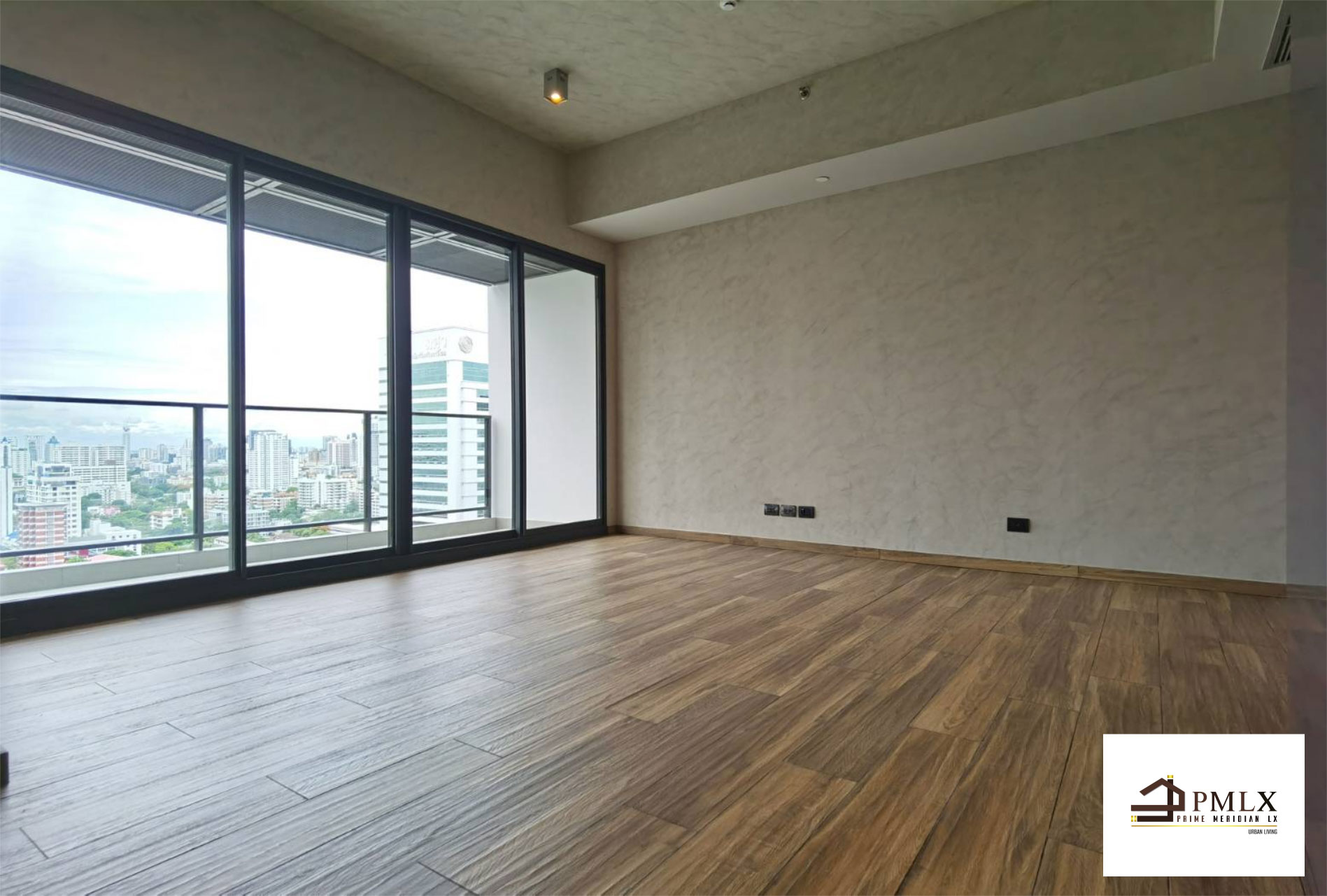 ภาพThe Lofts Asoke - High Floor 2 Bed Duplex / Best Price Available