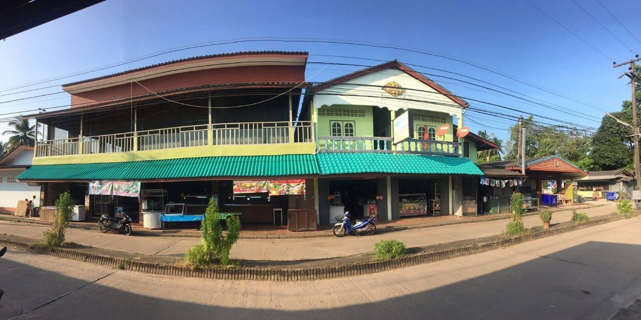 ภาพขายหอพักติดถนน ในเขตวิทยาลัยพละชุมพร ต.ตากแดด อ.เมืองชุมพร จ.ชุมพร เนื้อที่ 261.6 ตารางวา