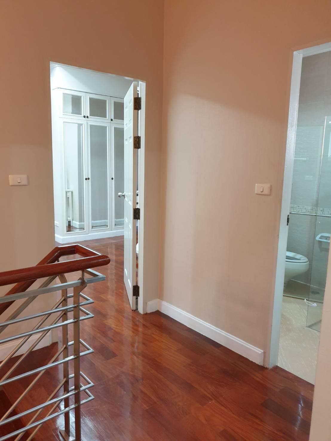 ภาพให้เช่าบ้านเดี่ยว เพอร์เฟค มาสเตอร์พีซ เอกมัย-รามอินทรา 3ห้องนอน 3ห้องน้ำ สวนรอบบ้าน 0939896569
