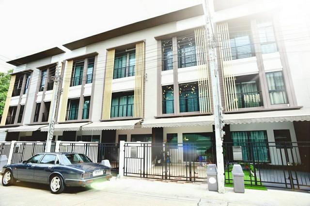 ภาพทาวน์โฮม 3 ชั้น บ้านกลางเมืองสาทร กัลปพฤกษ์