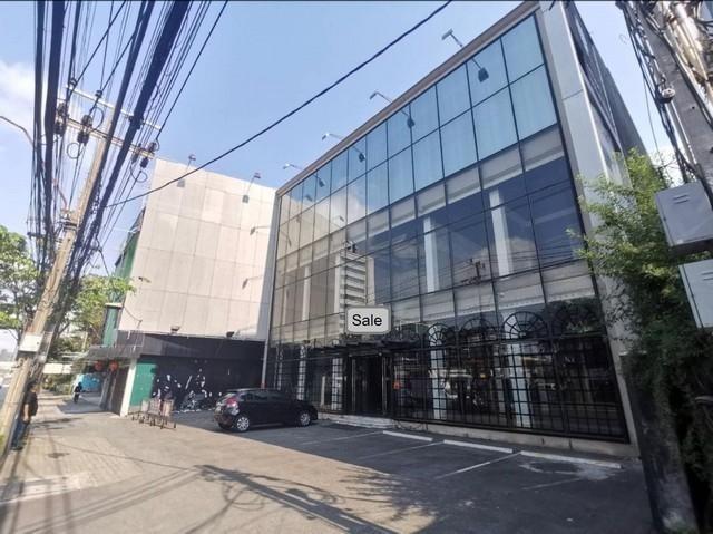 PDD02 ขายอาคารพาณิชย์ 3.5 ชั้น ใกล้ MRTเพชรบุรี อิตัลไทย ติดถนนเพชรบุรีตัดใหม่ ถนน เพชรบุรีตัดใหม่(ขาออก) ข้าง ธ.กรุงเทพ แขวงบางกะปิ เขตห้วยขวาง