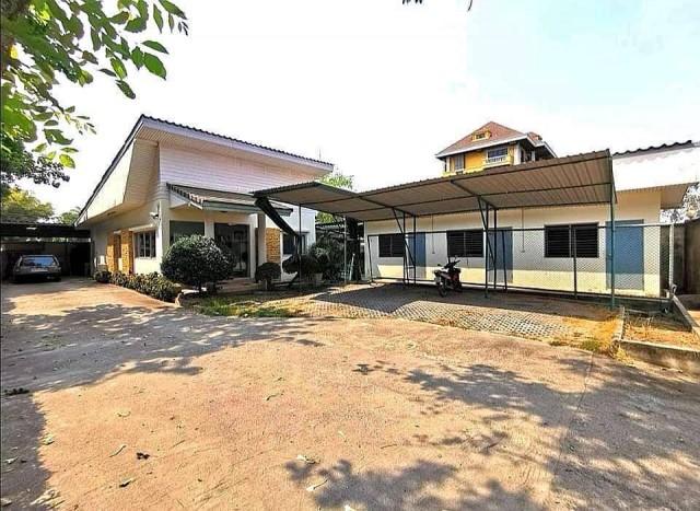 รหัสทรัพย์  8245 อาคารสำนักงาน กลางย่านธุรกิจในซอย