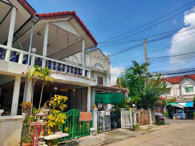 บ้านทาวน์เฮาส์ 16 ตร.วา หมู่บ้านกรุงทอง สายไหม