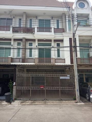 รหัสทรัพย์  9135 ทาวน์โฮม ติดถนนเลียบด่วน ปากซอยนว