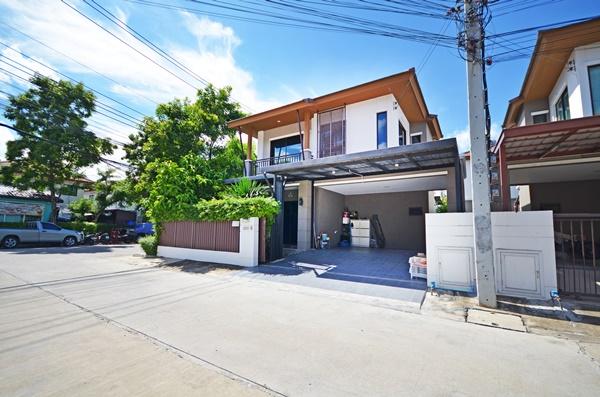 ขาย บ้านแฝด 2 ชั้น  หลังมุม สภาพดี ครัวไทย พร้อมเฟอร์นิเจอร์ พัฒนาการ 38 โครงการพฤกษาวิลล์ 73 3 นอน 2 น้ำ 2 จอด