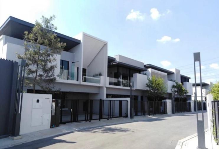 T 810 ให้เช่า VIVE บางนา กม.7 Luxury Gallery House หลังมุม Fully furnished ใกล้เมกกะ บางนา
