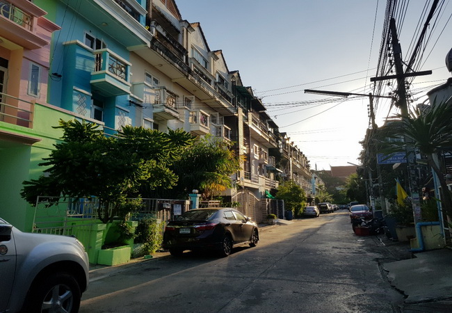 ภาพขาย/ให้เช่า ทาวน์เฮ้าส์ เดอะควีนเพลส 1 ซอยอ่อนนุช 44 ถนนสุขุมวิท เขตสวนหลวง กรุงเทพมหานคร