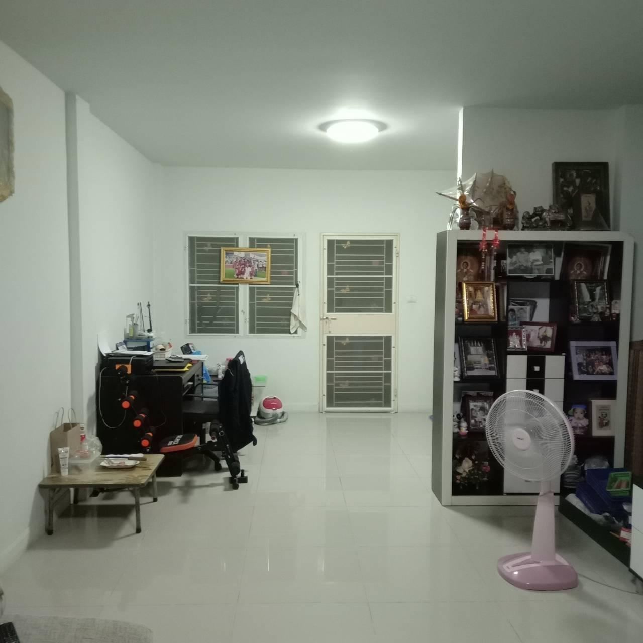 ภาพขายบ้านทาวน์เฮ้าส์ 2 ชั้น 20 ตร.ว หมู่บ้านประภัสสร 6  หนองกะขะ