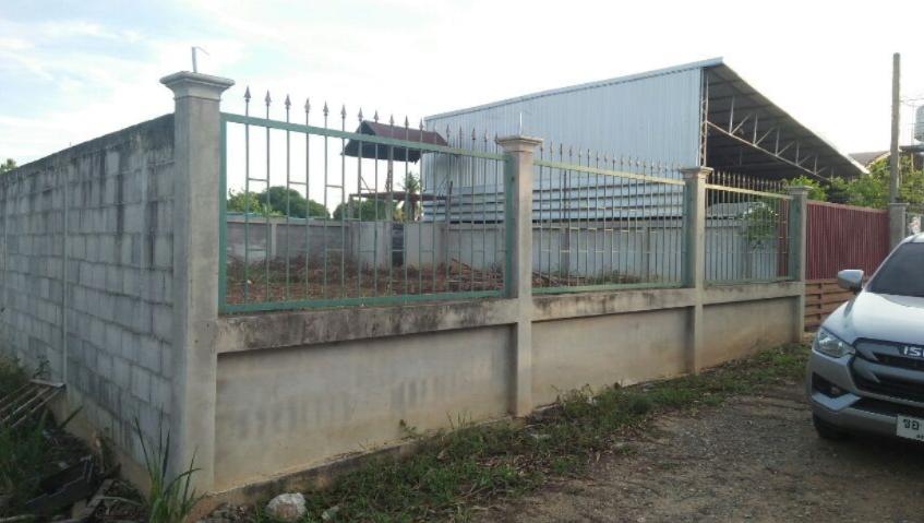 ขายที่ดินเปล่า เหมาะแก่การสร้างที่พักอาศัย ล้อมรั้วปูน 4 ด้าน