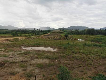 ขายที่ดินเปล่า 18 ไร่ ติดลำคลอง วิวภูเขา มีน้ำไฟเข้าถึง ชัยบาดาล ลพบุรี