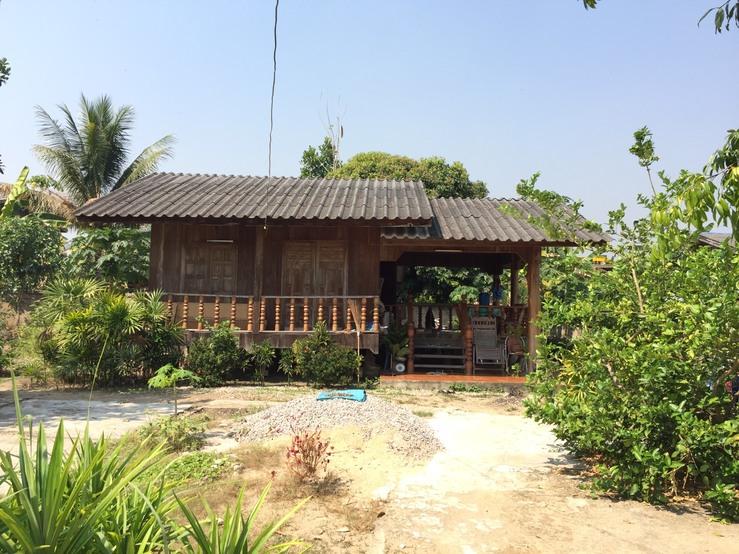 ขายบ้านไม้สักครึ่งปูน เนื้อที่  132 ตารางวา 2 ห้องนอน 1 ห้องน้ำ ตำบลบ้านค่า อำเภอเมือง จังหวัดลำปาง