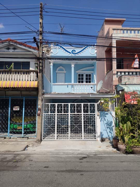 ขายทาวน์เฮาส์หมู่บ้านพรร่มเย็น ลำลูกกา คลองสอง 18 ตร.ว. พร้อมบริการปรึกษาจัดสินเชื่อเติมวงเงิน 100%