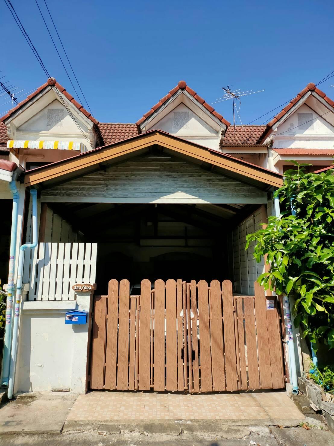 ขาย ทาวเฮาส์ 16 ตรว. 2 ห้องนอน 2 ห้องน้ำ ถนนสายไหม 33 กทม. ต่อเติมโรงจอดรถเรียบร้อย,,ต่อเติมส่วนครัว