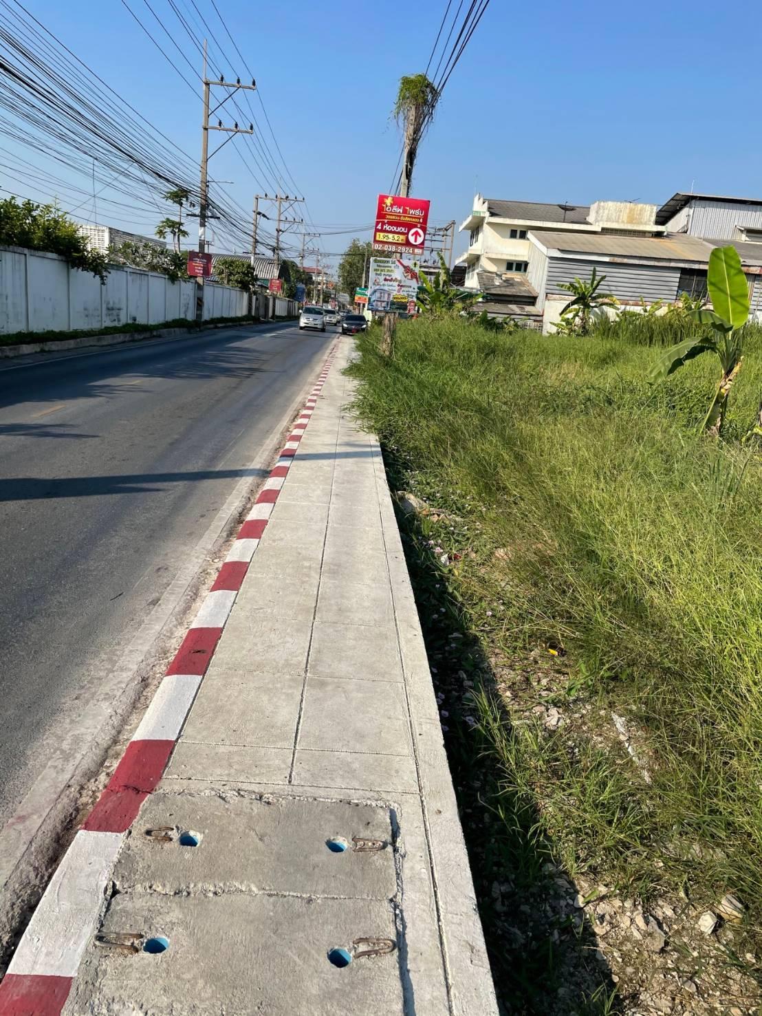 ขายถูก!!!  ที่ดิน ริมถนนเมน เลียบ คลอง4 ธัญบุรี
