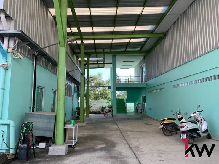 S075 - โรงงานให้เช่า ใกล้ Seacon Square พื้นที่ 375 ตรว เดือนละ 70,000 บาท
