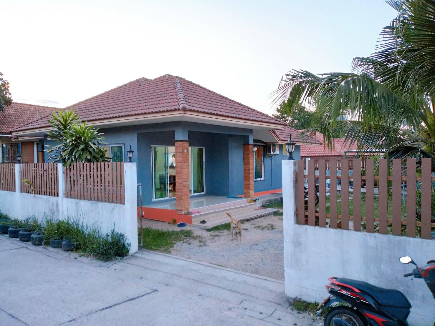 ขายบ้าน เนื้อที่  100 ตารางวา พื้นที่ใช้สอย 165 ตารางเมตร  3 ห้องนอน  2 ห้องน้ำ บ้านฉาง ระยอง ราคา 2