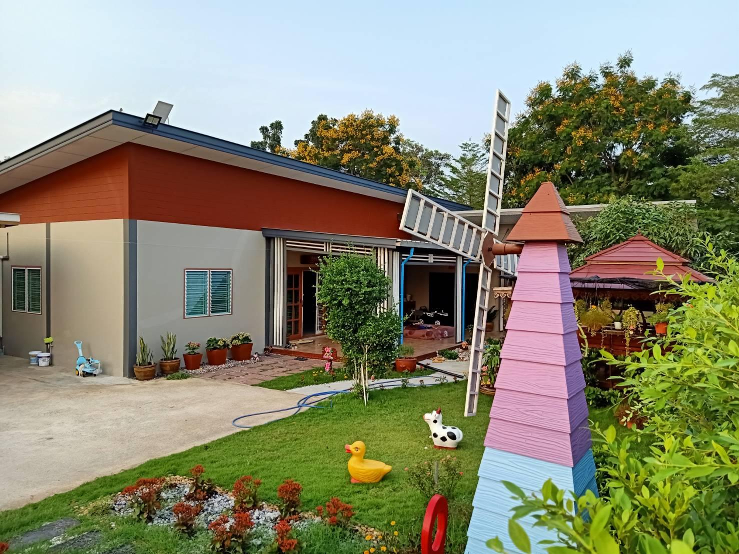 ขายบ้านพร้อมที่ดิน เนื้อที่ 160 ตารางวา  3 ห้องนอน 3 ห้องน้ำ มีพื้นที่รอบบ้าน มีสวนนั่งเล่น พร้อมโฉน