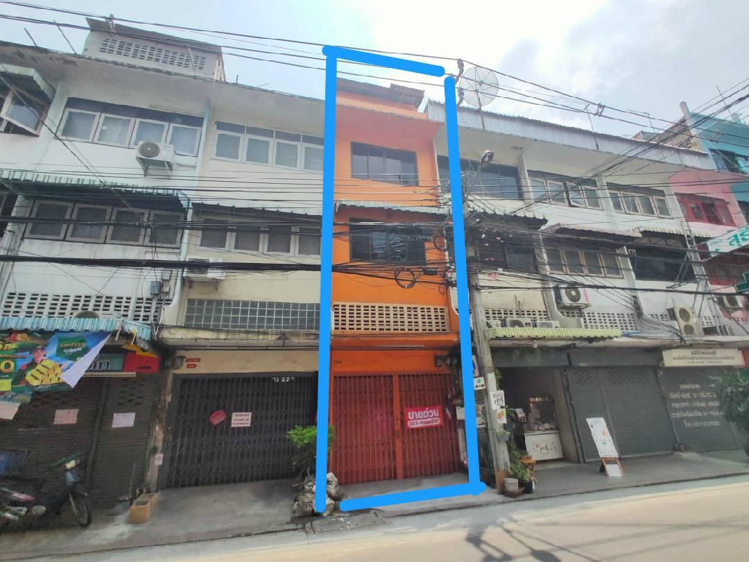 ขายอาคารพาณิชย์ 4.5 ชั้น ซอยจรัญสนิทวงศ์ 12  ใกล้สถานี MRT จรัญฯ 13 ห่างจากปากซอยจรัญฯ 12 เพียง 100