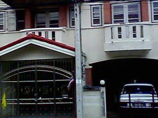 ทาวน์เฮ้าส์ 2 ชั้น 2 ห้องนอน 2 ห้องน้ำเนื้อที่ 18 ตารางวาอยู่ใกล้เดอะมอลล์บางแคห่างสถานีรถไฟฟ้าหลักส