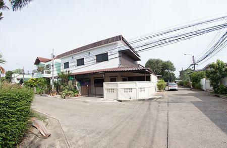 ภาพต้องการให้เช่าบ้าน 2 ชั้นหลังมุม ซอยวิภาวดี25 ทุ่งสองห้อง หลักสี่ กรุงเทพ สนใจติดต่อ Line id : araya