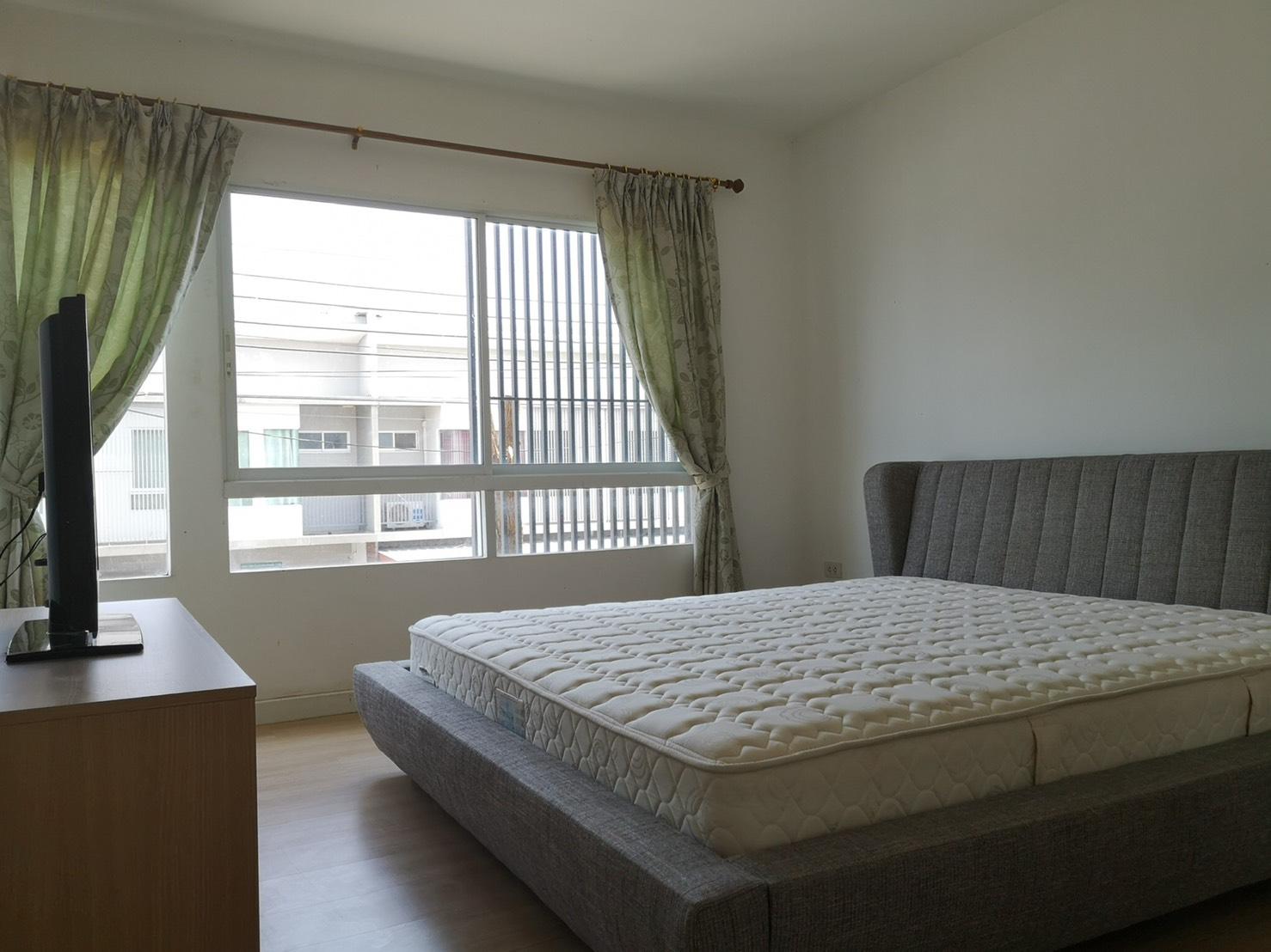 ขายถูก บ้านทาวน์เฮ้าส์ อินดี้  บางนา-สวรรณภูมิ 2 ห้องนอน 3 ห้องน้ำใกล้ ABAC บางนา (พร้อมผู้เช่า)