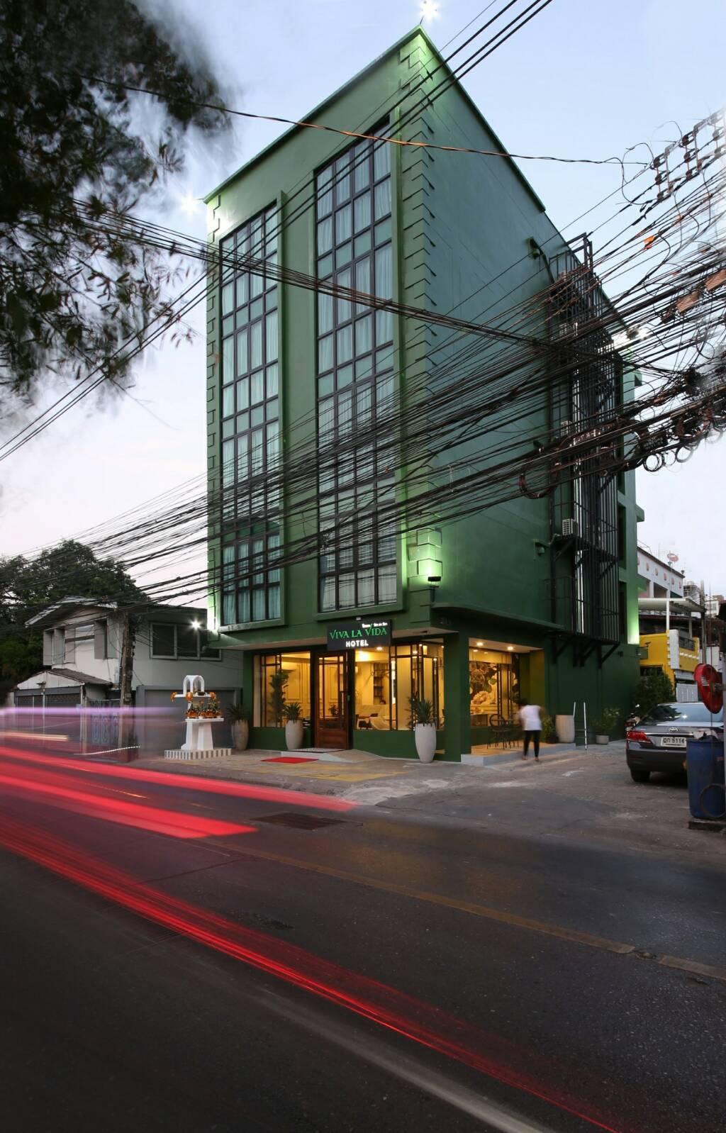 ขายโรงแรม อยู่ตรงข้ามสำนักงานเขตห้วยขวาง 46 ตร.ว.  5 ชั้น 12 ห้อง ใหม่กิ้ก มีดาดฟ้ามีลิฟ 1 ตัว ใกล้