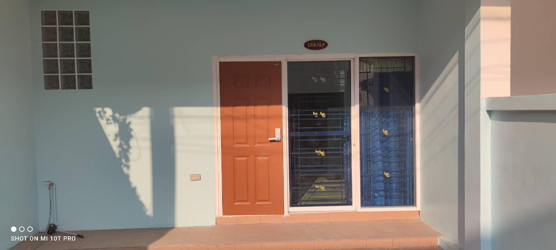 ขายด่วนทาวน์เฮ้าส์ (ปรับปรุงใหม่) ร้อนเงิน  ใกล้โรงเรียนอัสสัมชัญศรีราชา ชลบุรี  3 นอน 2 น้ำ