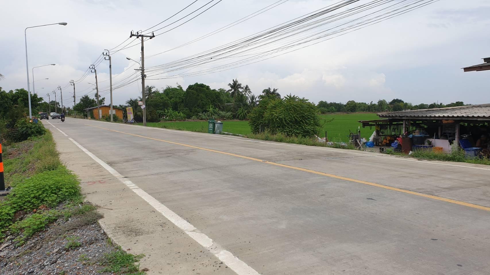 ที่ดินสวยๆทำเลดีติดถนนใหญ่แบ่งล็อค  อยู่ข้าง อ.บ.ตหนองเพรางาย จ.นนทบุรี