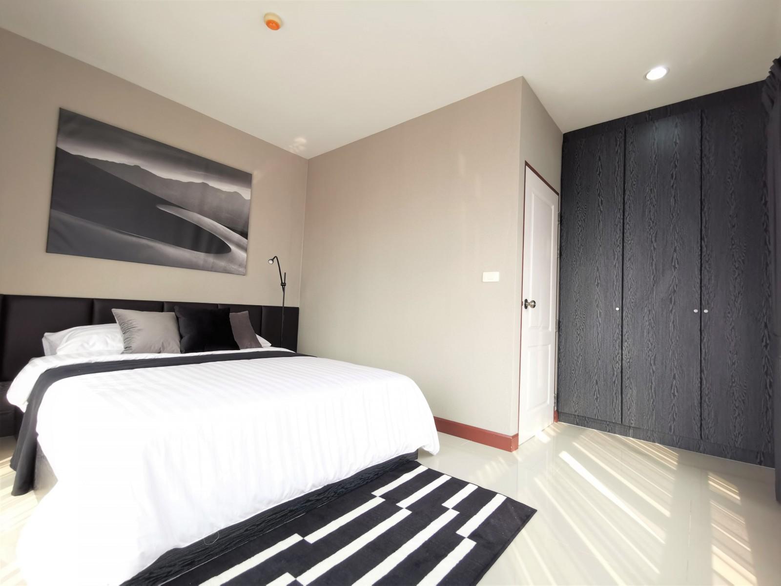 เอเซ่ คอนโดรัชดา 32 - 1ห้องนอน มือหนึ่ง พร้อมอยู่ - ขาย 2.2 ล้านบาท - เช่า 8,000บาท