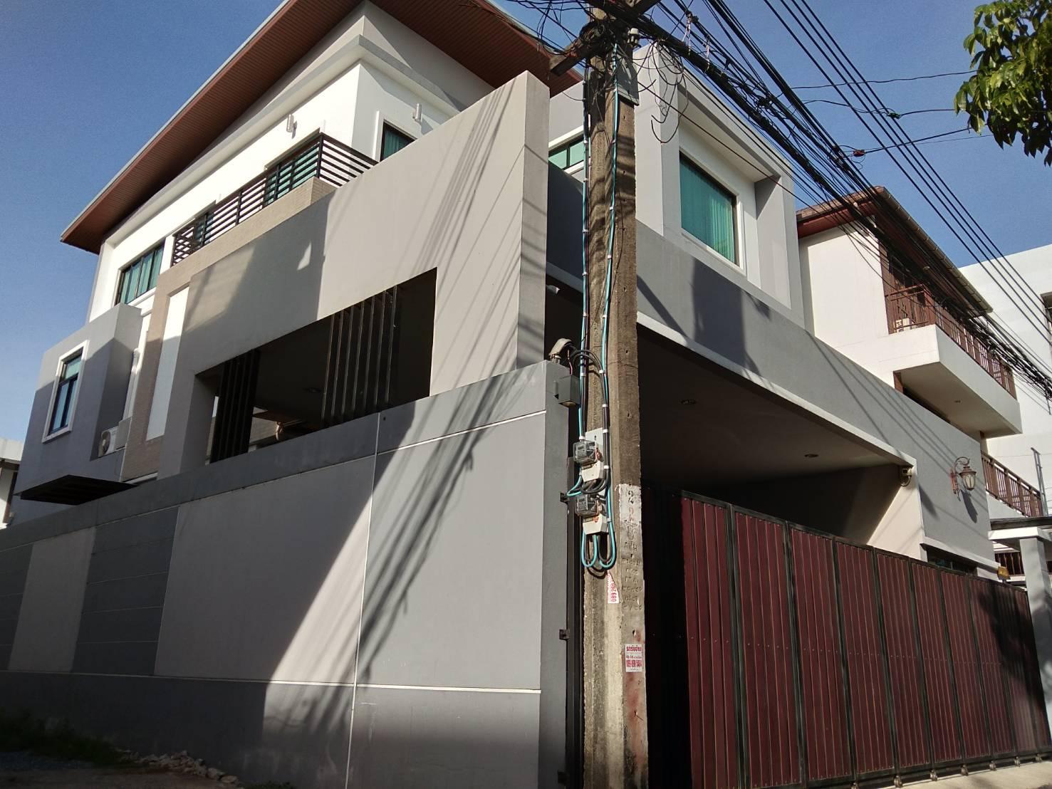 ภาพบ้านเดี่ยว3ชั้น57ตรว.(เจ้าของขายเอง)สร้างเองทำเลหายากในตัวเมืองชั้นใน อยู่ในซอยสงบร่มรื่นใกล้ม.หอการ