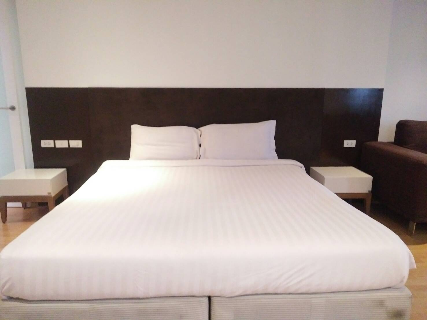 For Rent Service Apartment Near Skytrain Nana Station. Big Room Size 54 sqm. Just 15, 000 Baht/Month