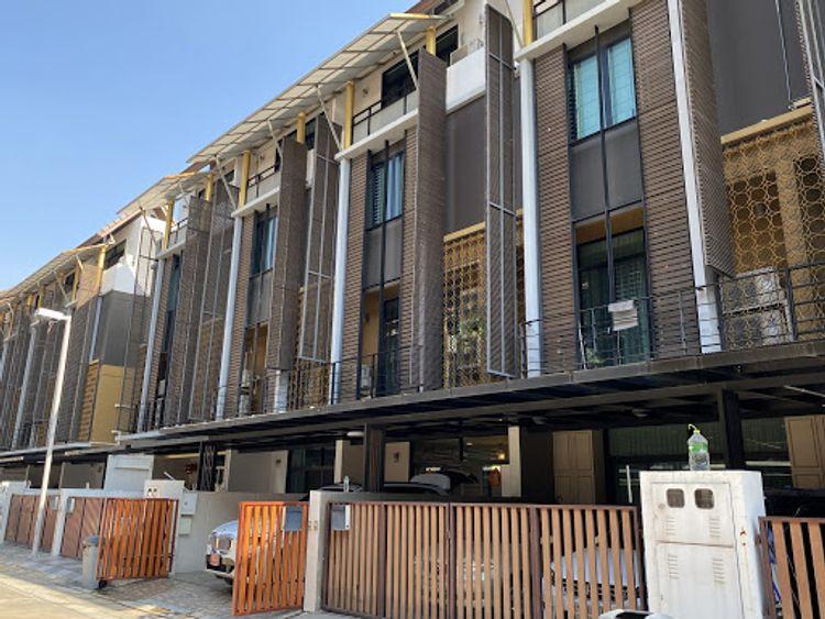 ทาวน์โฮมหรู Flora Marigold Sathupradit 4 ชั้น 4 ห้องนอน 4 ห้องน้า ขนาด 24 ตรว. หน้ากว้าง 6.0 เมตร