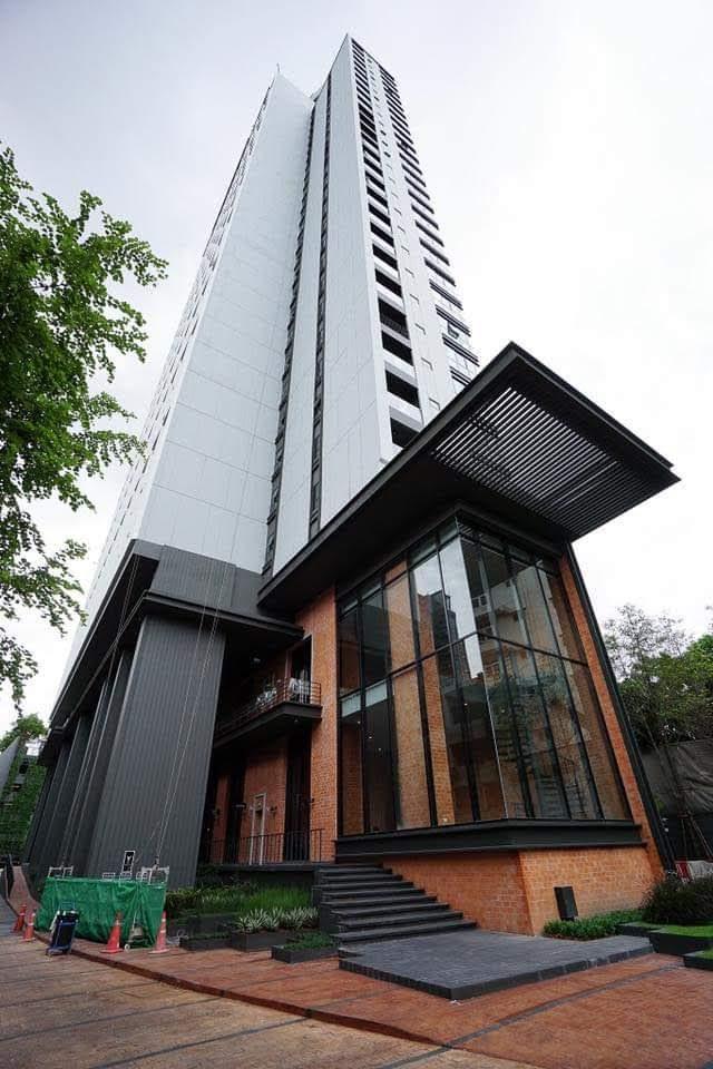 เจ้าของขายเอง คอนโดตกแต่งอย่างสวยแนว Luxury Loft ไม่เคยเข้าอยู่