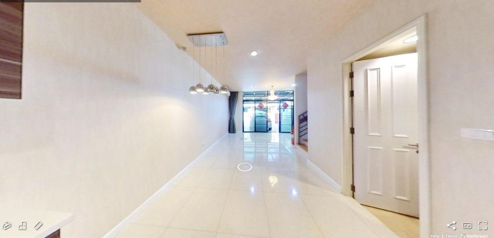ทาวน์โฮมหรู Flora Marigold Sathupradit 4 ชั้น 4 ห้องนอน 4 ห้องน้า ขนาด 24 ตารางวา หน้ากว้าง 6.0 เมตร