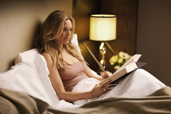 reading-in-bed-